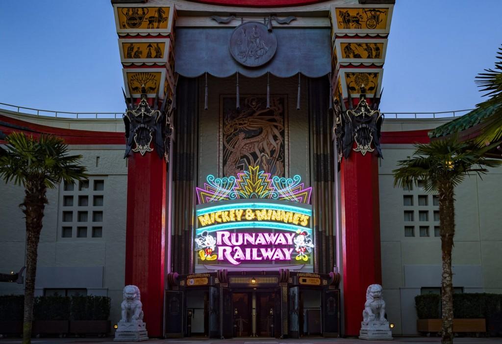 Mickey & Minnie's Runaway Railway Exterior