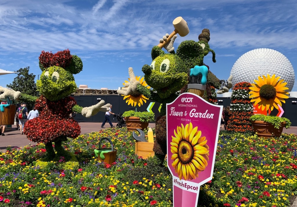 Mickey Minnie Goofy Topiary F&g