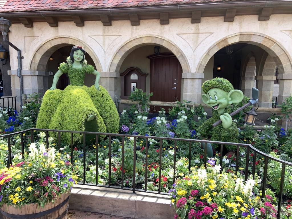 Snow White And Dopey Topiaries F&g