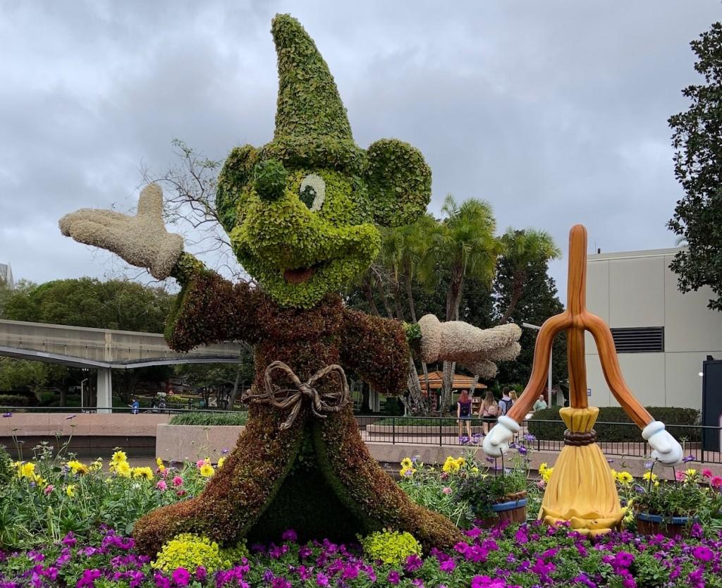 Sorceror Mickey Topiary F&g