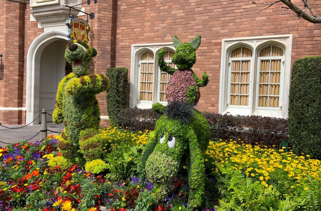 Tigger Eyeore And Piglet Topiaries F&g