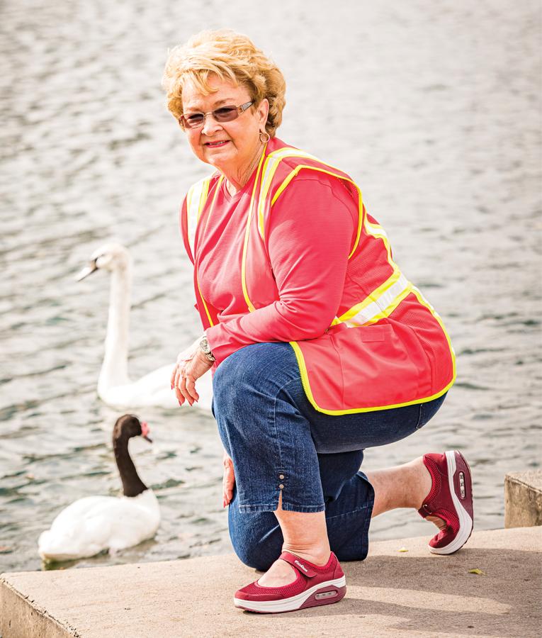 Patty Pekins Swan Volunteer, Photo By Roberto Gonzalez