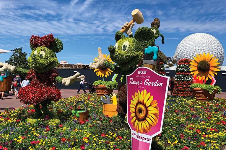Mickey Minnie Goofy Topiary Fg